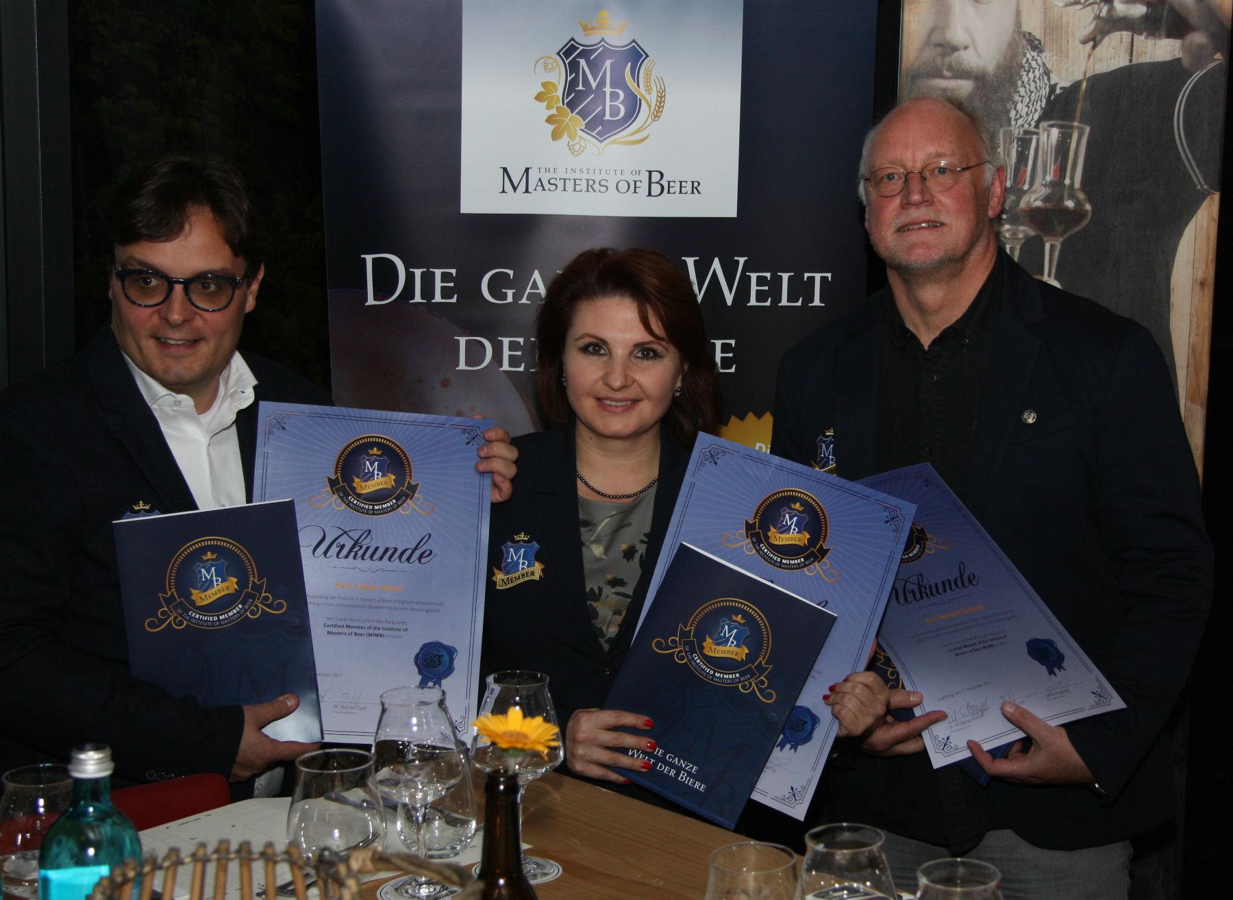 """Die weltweit ersten drei Auszeichnungen zum """"Certified Member des Institutes of Masters of Beer"""""""
