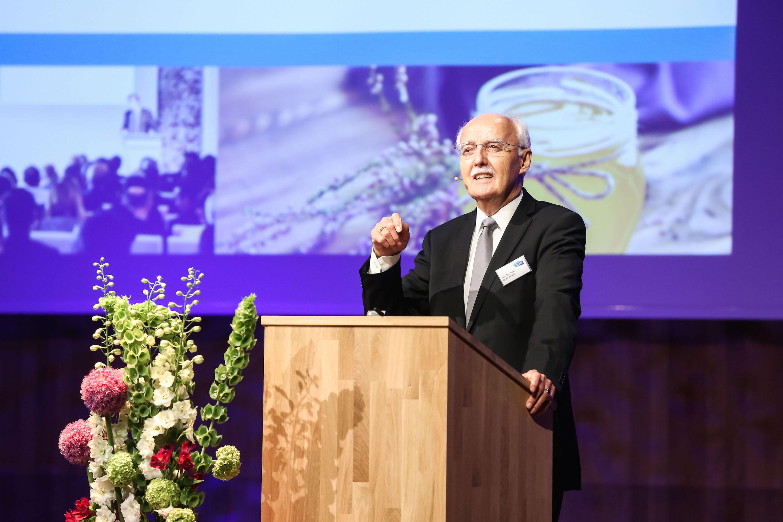 """Prof. Dr. Horst Opaschowski beim """"Trendtag Glas"""""""