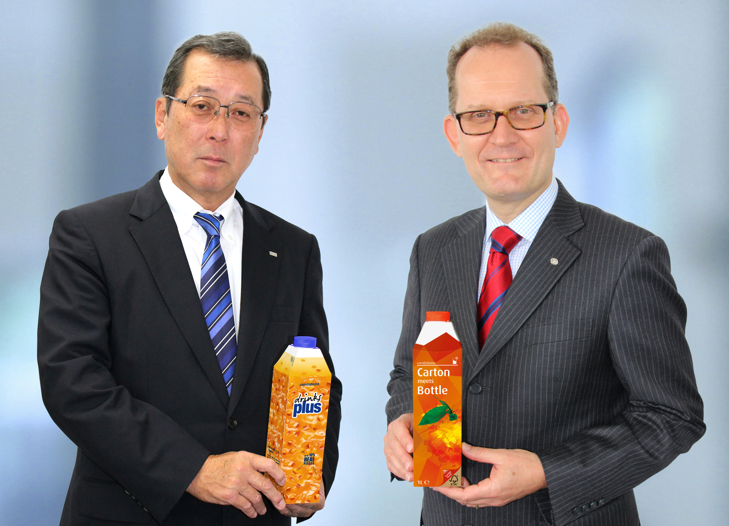 Kouichi Hashimoto, Senior Executive Corporate Officer bei DNP (links), und Markus Boehm, Chief Market Officer bei SIG Combibloc (rechts)